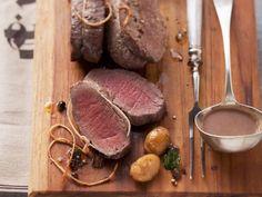 Hirschbraten mit Sauce aus Esskastanien ist ein Rezept mit frischen Zutaten aus der Kategorie Hirsch. Probieren Sie dieses und weitere Rezepte von EAT SMARTER!