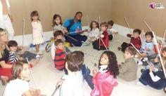 Oficina de trabalhos manuais. Brincando e aprendendo a construir o próprio brinquedo. #megafestainfantil #festaparameninos #festaparameninas #festatradicional #animadoresatenciosos #festadivertida #animaçãoinfantil #festaemcasa #oficinadevarinhas #oficinacomjornal  Mais informações: www.megafestainfantil.com.br – Whatts (11) 9-4252-3838