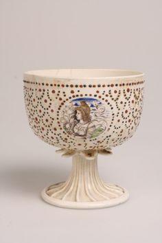 """Coupe nuptiale au joueur de luth en """"lattimo"""", imitant la porcelaine chinoise (1500), procédé inventé par Angelo Barovier. Florence, musée national du Bargello"""
