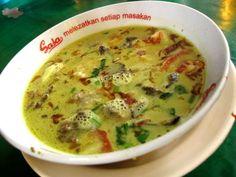Resep Soto Kuning Bogor Tips Enak - Resep Harian Bunda Food N, Food And Drink, Nasi Bakar, Mie Goreng, Soup Recipes, Cooking Recipes, Indonesian Cuisine, Indonesian Recipes, Pork Bacon