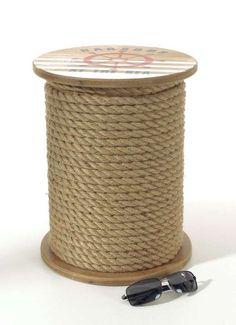 Deko-Hocker aus Holz mit Seil umwickelt