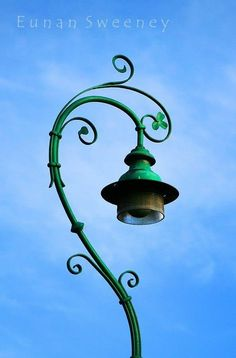 Irish Lamp Post - how adorable are the Irish that even their lamp posts are full of whimsy?!