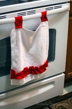 DIY Oven Dish Towel... simple and i should of thought of this, so the towel doesn't fall off!!