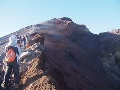 climbing to the mt rinjani summit