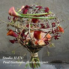 Could be used as a centerpiece..  Using the flexibility of the lily stem isn't anything new.