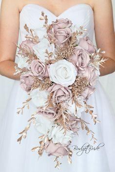 Gold Wedding Bouquets, Gold Bouquet, Bride Bouquets, Flower Bouquet Wedding, Wedding Bride, Floral Wedding, Bouquet Flowers, Rose Gold Weddings, Wedding Ideas