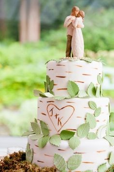 Enchanted Forest Wedding Cake ~ Cecilia Flaming Photography | bellethemagazine.com