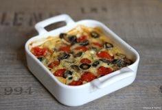 Clafoutis aux tomates cerise et aux olives noires Diet Recipes, Cooking Recipes, Veggie Dinner, Mediterranean Recipes, Cherry Tomatoes, Vegetable Pizza, Food Inspiration, Macaroni And Cheese, Brunch