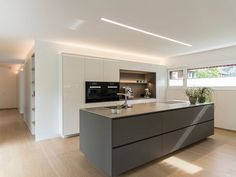 Detached house # Feldkirch # modern wood construction # modern architecture # flat roof # rich … - Home Page Feldkirch, Kitchen Interior, Kitchen Decor, Flat Roof, Cuisines Design, Open Plan Kitchen, Küchen Design, Design Ideas, Modern Kitchen Design
