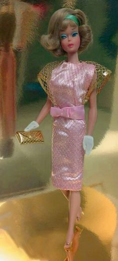 GORGEOUS vintage one-of-a-kind Barbie sample outfit, Pink satin dress with gold net overlay and satin bow at waist. Accessories include a regular production dimpled gold clutch purse, white tricot gloves and heels. Play Barbie, Barbie Doll House, Girl Barbie, Vintage Barbie Clothes, Vintage Dolls, Doll Clothes, Vintage Style Outfits, Vintage Fashion, Pink Satin Dress
