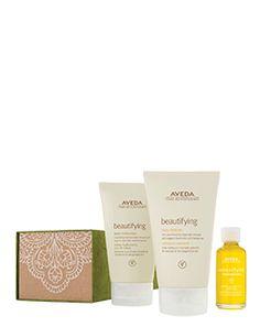 Aveda Give Baths of Beauty. Beautifying Body Cleanser e Body Moisturizer in formato normale; Composition in formato da viaggio con essenze di rosmarino e bergamotto.