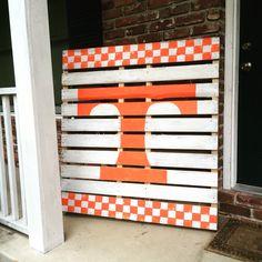 University of Tennessee pallet art UT Vols porch sign Pallet Crafts, Pallet Art, Diy Pallet Projects, Pallet Signs, Wood Crafts, Wood Projects, Diy And Crafts, Pallet Flag, Tennessee Volunteers Football