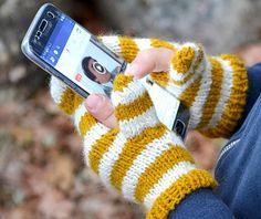 Mobile phone mitt for kidz pattern by Marianne Grip Fingerless Gloves, Arm Warmers, Knitting, Phone, Fabric, Pattern, Garner, Handmade, Blogg