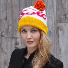 Pakke med oppskrift og garn til to luer med Solo-mønster. Knit Crochet, Crochet Hats, Mittens, Flamingo, Knitted Hats, Winter Hats, Boho, Knitting, Create