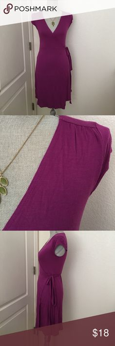 Old Navy wrap dress Gently worn a couple of times. Necklace not included. Old Navy Dresses