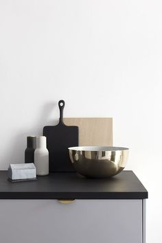 I got to try out these lovely deco objects from Danish design brand Louise Roe in our home and love the simple but chique look they give to any corner. I love the brass bowl in the kitchen, which I us