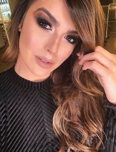A dark smokey eye looks all sorts of amazing with your side-swept bangs! Side Bangs With Long Hair, Long Curly Hair, Side Fringe Hairstyles, Wig Hairstyles, Haircuts With Bangs, New Haircuts, Red Hair Baby, Dark Smokey Eye, Easy Hair Cuts