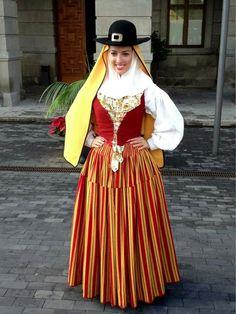 Traje Tradicional de Tacoronte por el Día Insular de la Artesanía. Tenerife