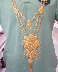 گردنبند عیار ۲۱ وزن ۱۷۱گرم با نرخ ۴۸۰هزار ت قیمت ۹۳/۲۰۰/۰۰۰ت نودو سه میلیون دویست هزار ت Gold Bangles Design, Gold Jewellery Design, Gold Jewelry Simple, Modern Jewelry, Filigree Jewelry, Dubai, Gold Necklace, Neck Chain, 16th Century