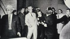 Sulle orme di JFK Jack Ruby spara a Lee Harvey Oswald (Credits: Bob Jackson)
