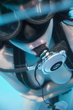 Underwater Pictures, Underwater Life, Diving Suit, Scuba Diving, Diving Lessons, Mermaid Cove, Scuba Gear, Girls Swimming, Snorkelling