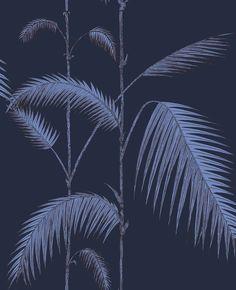 Papier peint - Cole and Son - Palm Leaves - encre et violet Palm Leaf Wallpaper, Metallic Wallpaper, Print Wallpaper, Wallpaper Roll, Hall Wallpaper, Wallpaper Ideas, Cole And Son Wallpaper, Tropical Bathroom, Boutique Deco