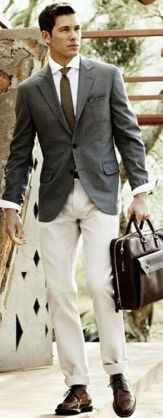 A grey blazer and beige chinos teamed together are a sartorial dream for those who prefer refined styles. Jazz things up by slipping into dark brown leather derby shoes. Sharp Dressed Man, Well Dressed Men, Beige Chinos, Gray Blazer, Men Blazer, Gray Jacket, Moda Formal, Herren Style, La Mode Masculine