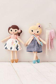 Mini felt dolls from Mollie Makes