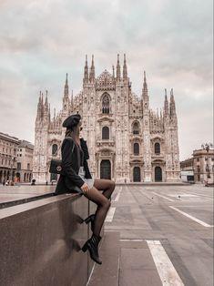 Piazza Duomo Milan, the Duomo Square Milan, Italy - Travel Milan Italy Travel, Duomo Milano, Italy Pictures, Shooting Photo, Plan Your Trip, Travel Photos, Travel Pictures Poses, Places To Travel, Travel Inspiration