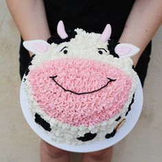 The cutest little moo cow cake 🐄🎂 Cow Birthday Cake, Cow Birthday Parties, Second Birthday Cakes, Second Birthday Ideas, Little Girl Birthday, Farm Birthday, Birthday Cake Ideas For Adults Women, Old Macdonald Birthday, Barnyard Cake