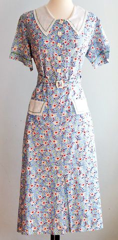 """dust bowl dress - very likely to be made from printed """"Flour sack"""" material. Source by jbigdaddyrubi clothes vintage Robes Vintage, Vintage Dresses, Vintage Outfits, Vintage Clothing, Vintage Hats, Vintage Pink, Women's Clothing, 1930s Fashion, Retro Fashion"""