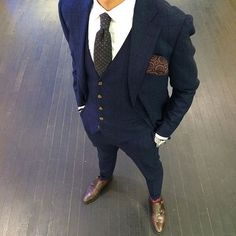 Discover outfit inspiration with the top 60 best navy blue suit with brown shoes styles for men. Explore masculine and professional men's fashion ideas. Mens Fashion Blog, Fashion Mode, Suit Fashion, Fashion Blogs, Fashion Menswear, Fashion 2016, Urban Fashion, Fashion Ideas, Fashion Trends