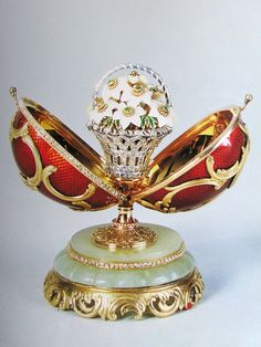 House of Fabergé Imperial Spring Flowers Egg, Open, Work Master Michael Perchin, St. Formerly In the Forbes Collection.…Peter Carl Fabergé made two eggs in but not two like this one: Fabrege Eggs, Tsar Nicolas, Faberge Jewelry, Imperial Russia, Egg Art, Egg Shape, Royal Jewels, Russian Art, Crystals