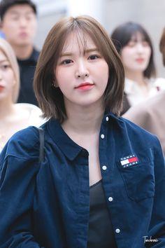 Haircuts Straight Hair, Short Hair Cuts, Hair Inspo, Hair Inspiration, Korean Short Hair, Hair Color Streaks, Shot Hair Styles, Wendy Red Velvet, Velvet Hair