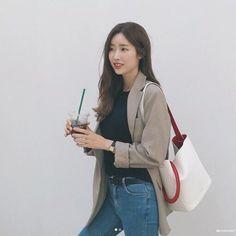 Korean Fashion – How to Dress up Korean Style – Designer Fashion Tips Korean Fashion Trends, Korean Street Fashion, Korea Fashion, Asian Fashion, Fashion Outfits, Womens Fashion, Fashion Tips, Fashion Design, Fashion Ideas