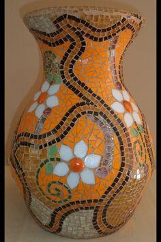 Discover thousands of images about mosaic eggshell vase Mosaic Planters, Mosaic Tray, Mosaic Flower Pots, Mosaic Wall Art, Mosaic Garden, Mosaic Tiles, Pebble Mosaic, Mosaics, Mosaic Crafts