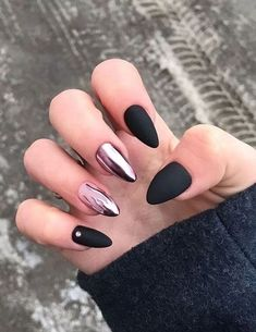 Adding some glitter nail art designs to your repertoire can glam up your style within a few hours. Check our fav Glitter Nail Art Designs and get inspired! Neon Nails, Matte Nails, Pink Nails, Stiletto Nails, Acrylic Nails, Black Nail Art, Black Nails, Nail Art Noir, Nail Art Instagram