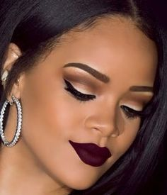 Perfect Eyebrows in 3 Minutes Always in a hurry? Try this 3 minute perfect eyebrows and save a lot of time! Perfect Eyebrows in 3 Minutes. Black Lipstick Makeup, Black Girl Makeup, Dark Skin Makeup, Girls Makeup, Eye Makeup, Red Eyeshadow, Dark Lipstick, Lipstick Colors, Lip Colors