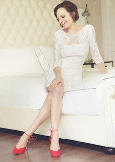 I like Elisabeth Moss's hair!!  I like Her shoes