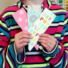 5-Minute DIY Bookmarks   Such an easy paper craft idea for kids!