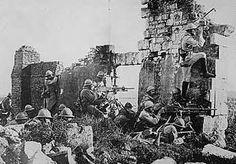 De Eerste Slag bij de Marne was een slag werd uitgevochten tussen het Franse en Duitse leger. Het duurde van 5 september tot 12 september 1914. Later werd er ook nog een Tweede Slag bij de Marne uitgevochten van 15 juli 1918  tot 6 augustus 1918. Er werd bijna geen land veroverd, maar er zijn wel heel veel mensen overleden.