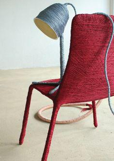 Vestir tus viejas sillas y lámparas con hilo de caneva y disfruta del resultado./  Dressing your old chairs and lamps with yarn caneva and enjoy the result. #recycle design