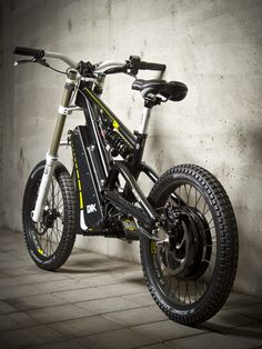 The garage-built EMX – electric motocross soul in a mountain bike's body The EMX travels up to 81 miles km) per charge (Street version) Electric Dirt Bike, Best Electric Bikes, Electric Mountain Bike, Moto Bike, Motorcycle Bike, Motorcycle Design, Bicycle Design, E Biker, E Mtb