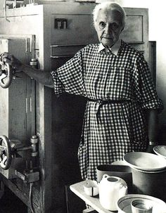 Hedwig Bollhagen.  1907-2001  http://www.form-ost.de/designer-hedwig-bollhagen-hb.php
