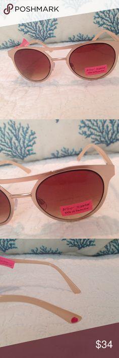 ❤️Betsy Johnson Sunglasses New Gold Betsy Johnson Sunglasses, Adorable!!! Betsy Johnson Accessories Glasses