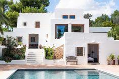 Ibiza Discover White Ibiza Villas: Can Lyra villa in Ibiza - Santa Eulalia Greece House, Mediterranean Style Homes, Mediterranean House Exterior, Mexico House, Spanish House, Cabana, Exterior Design, Future House, House Styles
