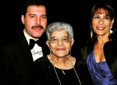 Freddie Mercury with his family. His mother Jer recently passed away & his sister Kashmira Bulsara Cooke.