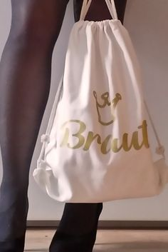 Mit diesem JGA Rucksack, geht der Braut am letzten Tag in Freiheit nichts verloren! Der Rucksack eignet sich vor allem, wenn man plant, beim Junggesellinnenabschied viel Zeit im Freien zu verbringen.