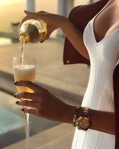 Estilo de vida de lujo con piezas a medida - estilo de vida - estilo de vida saludable - estilo de vida millonario - estilo de vida mujer - estilo de vida ideas Luxury Lifestyle Women, Rich Lifestyle, Lifestyle Blog, Spieth Und Wensky, Luxury Girl, Luxury Blog, Classy Aesthetic, Beige Aesthetic, Luxe Life