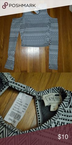 Black and white tribal crop top Size Small black and white tribal Pacsun crop top PacSun Tops Crop Tops
